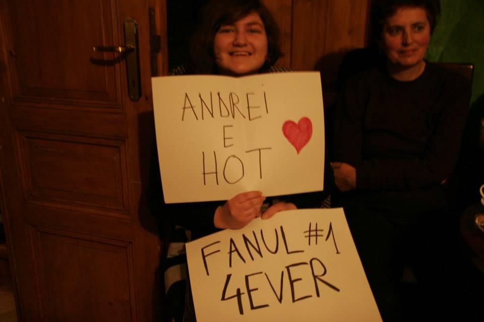 Sunt complet de acord cu ea, Andrei chiar e hot :)