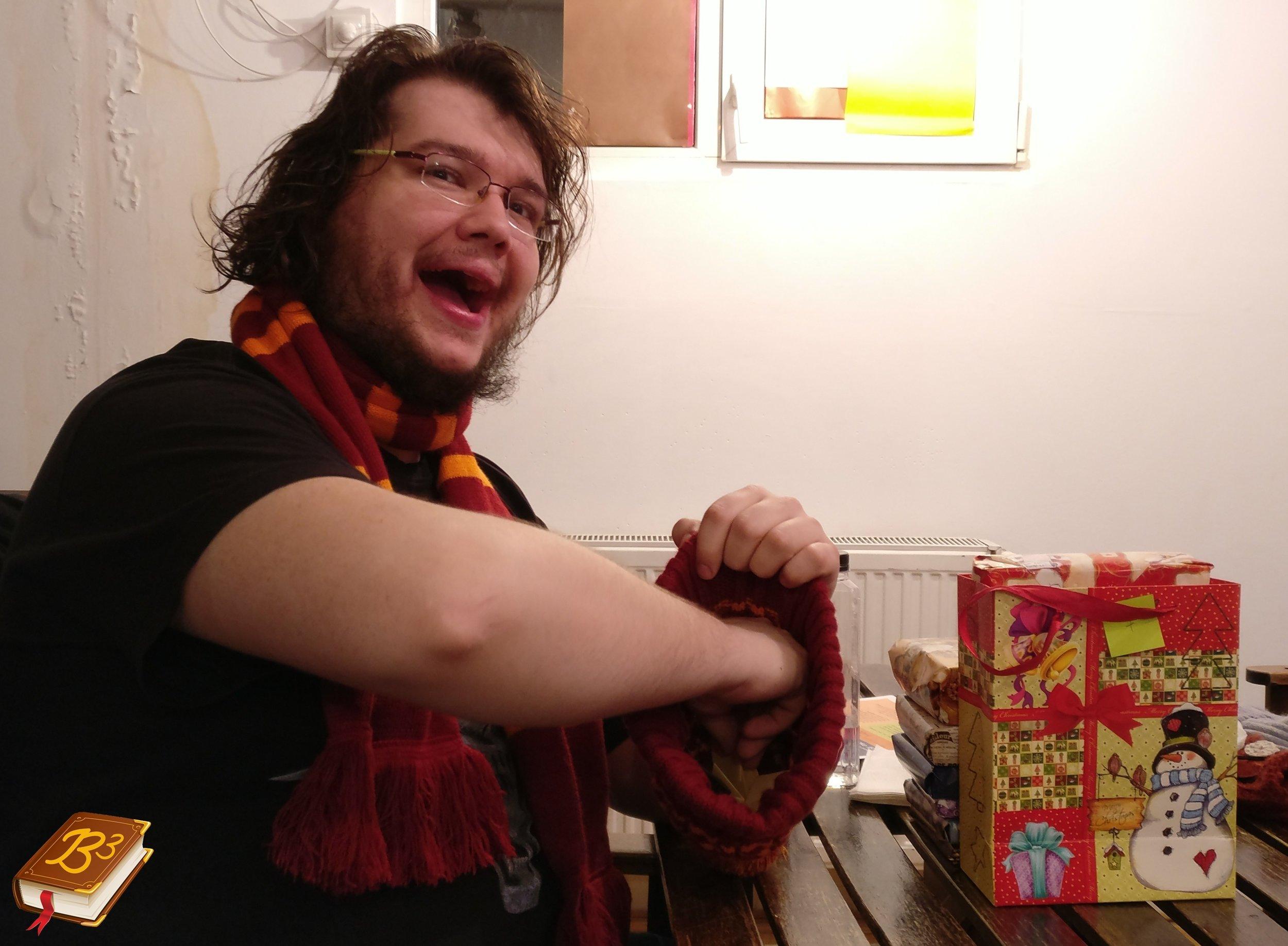 Când ești singurul bărbos de la masă, devii automat Moș Crăciun :)