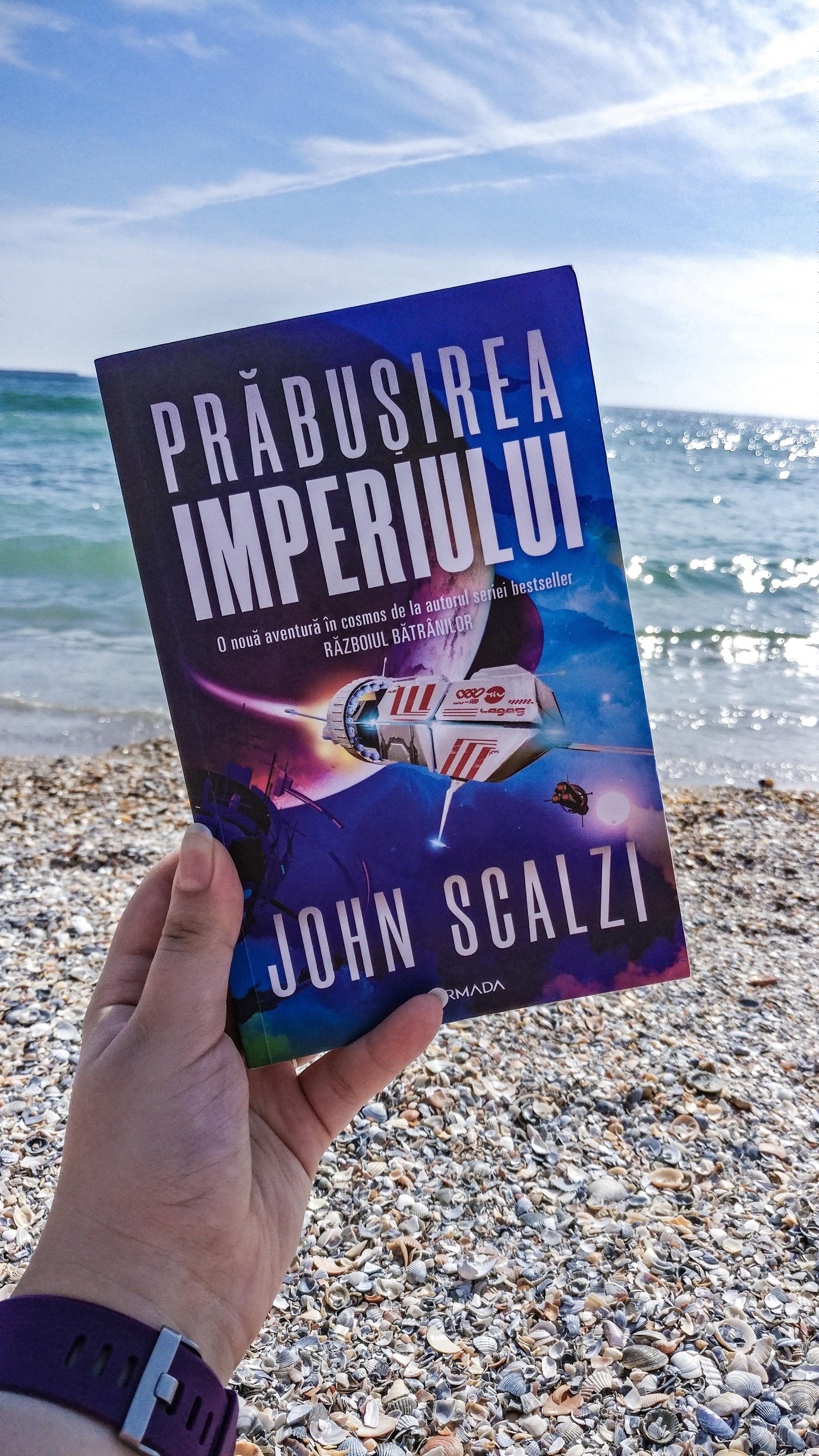 Cartea Prabușirea imperiului cu o plajă și marea în fundal