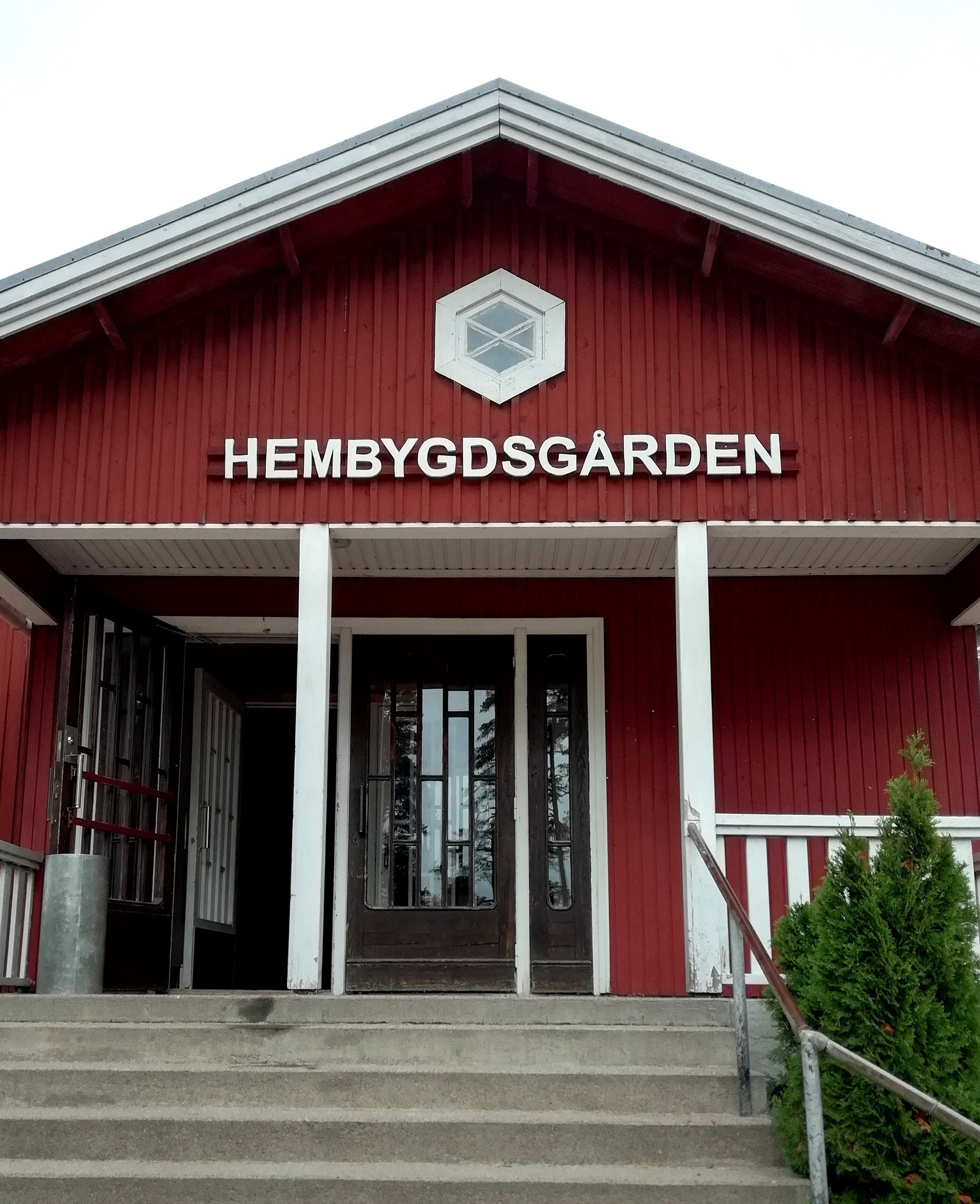 Hembygds-gården - Tunnelmallinen juhlatila vuokrattavissa Inkoossa. Tilat jaettavissa joko pienempiä juhlia varten tai mahdollisuus avata yhdeksi isoksi tilaksi, jolloin vieraita mahtuu jopa 200. Kysy lisää:  tarjoiluapu@gmail.com