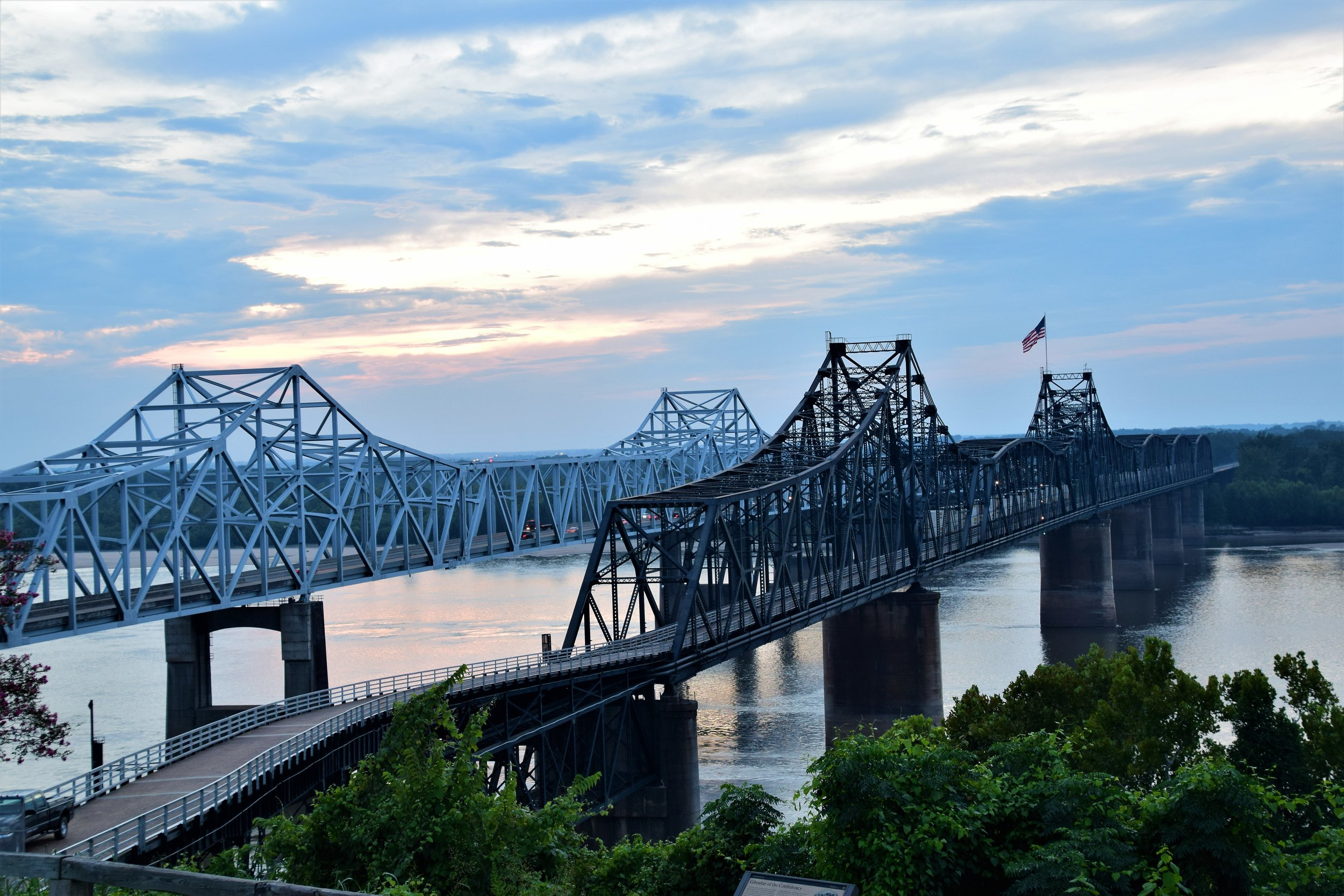 Vicksburg side of the bridge