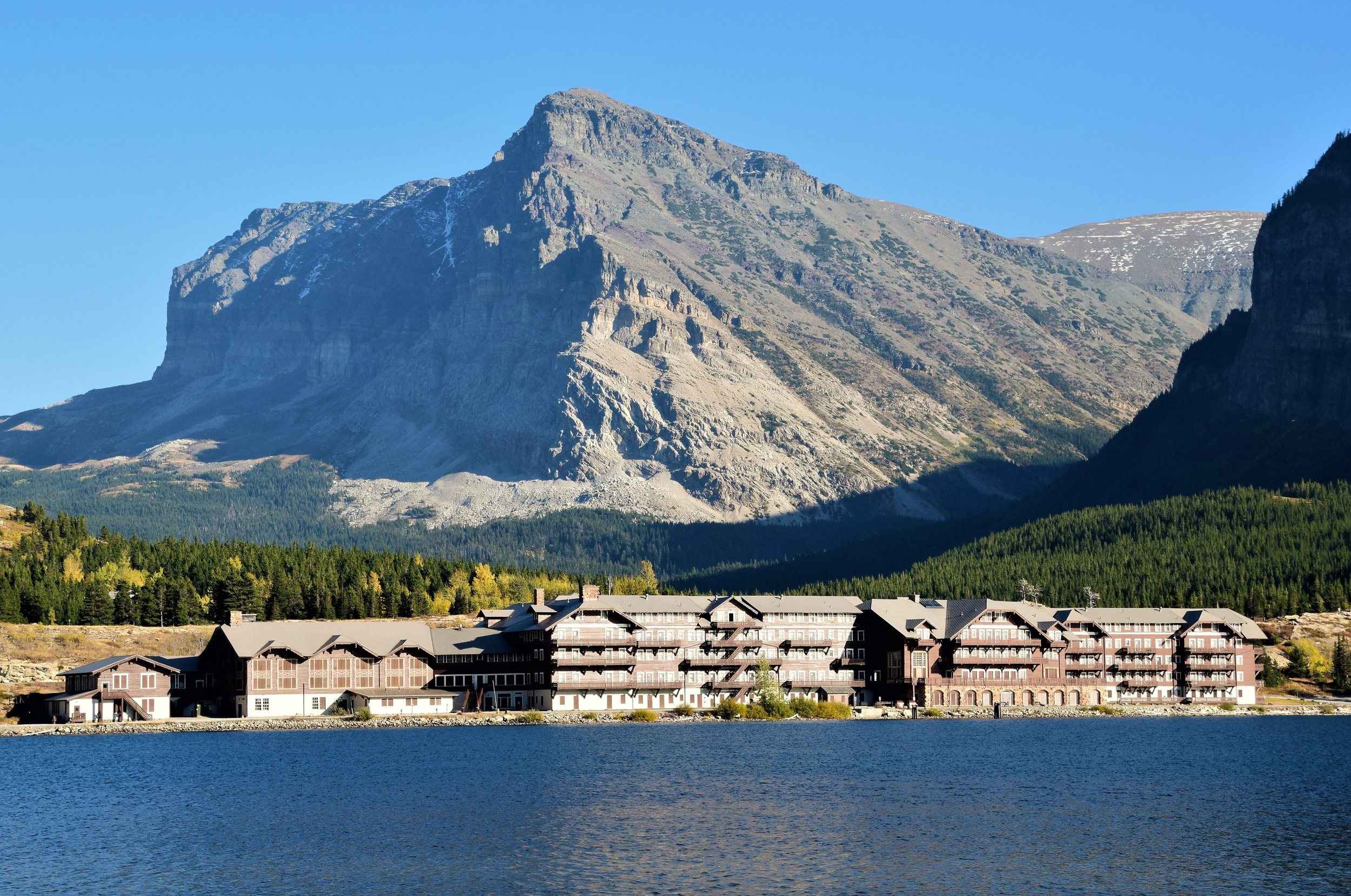 Many Glacier Hotel,Swiftcurrent Lake