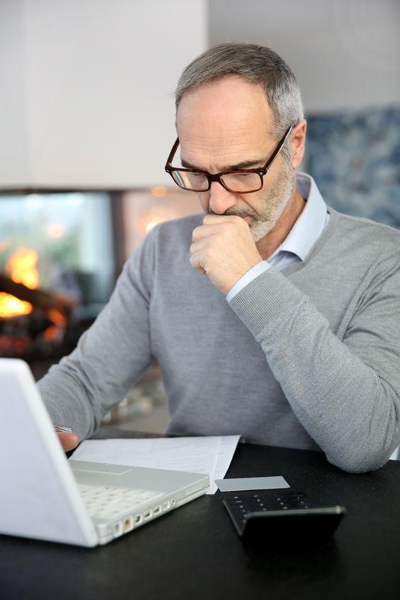 24141174_M_Senior_Laptop_Reseraching_Doctor_Lawyer.jpg
