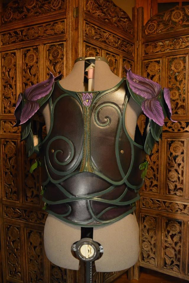 women_s_leather_iris_armor__back_by_savagepunkstudio-d9r7csz.jpg