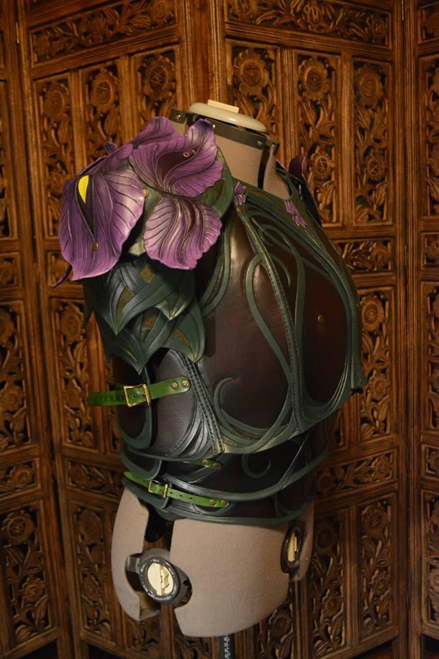 women_s_leather_iris_armor_3_by_savagepunkstudio-d9r7chd.jpg