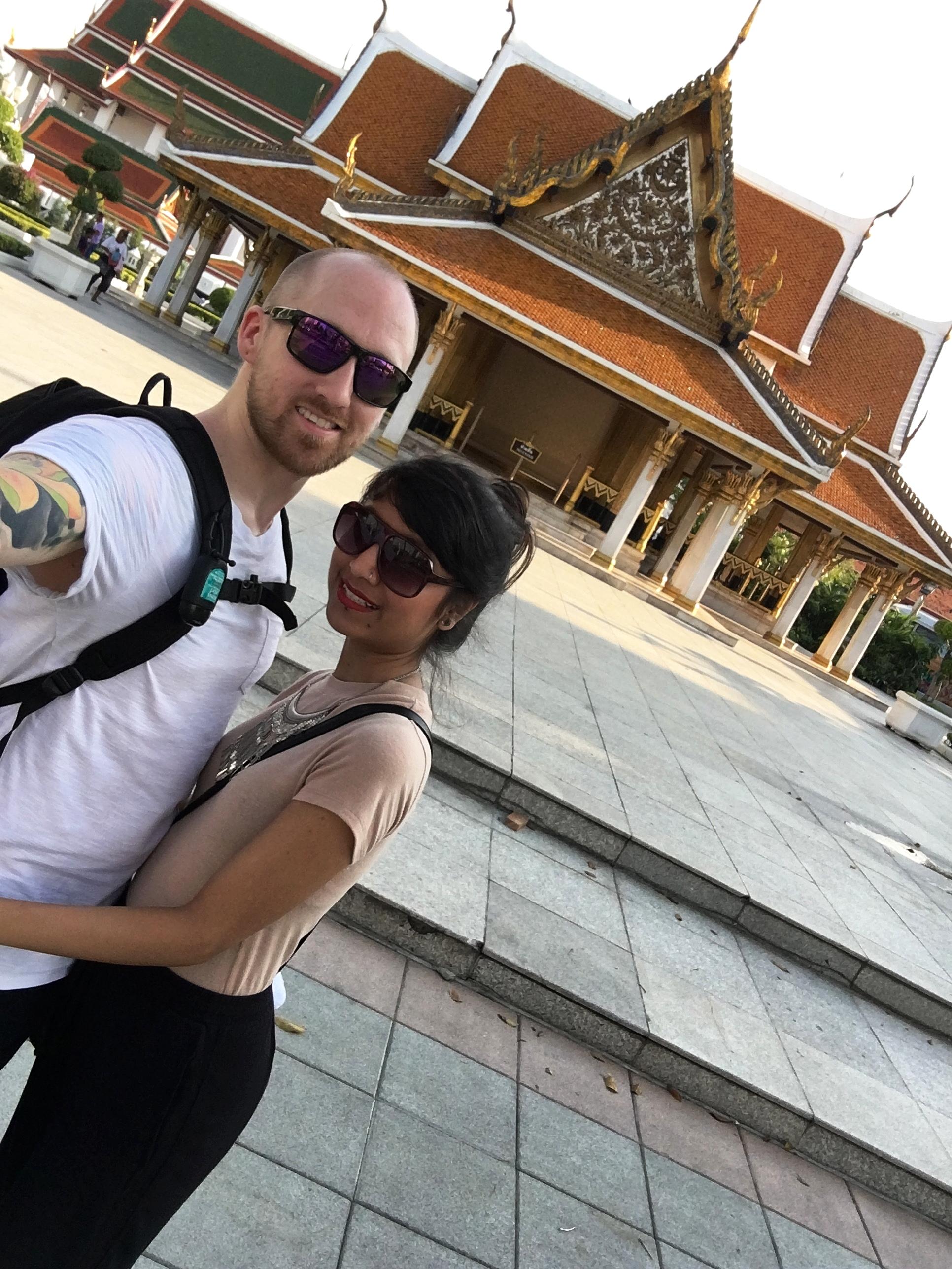 Look, ma! We're tourists!