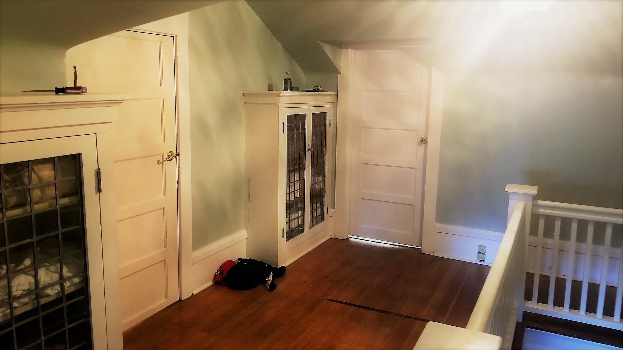Seattle_craftsman_home_before_stairlanding_interiordesign