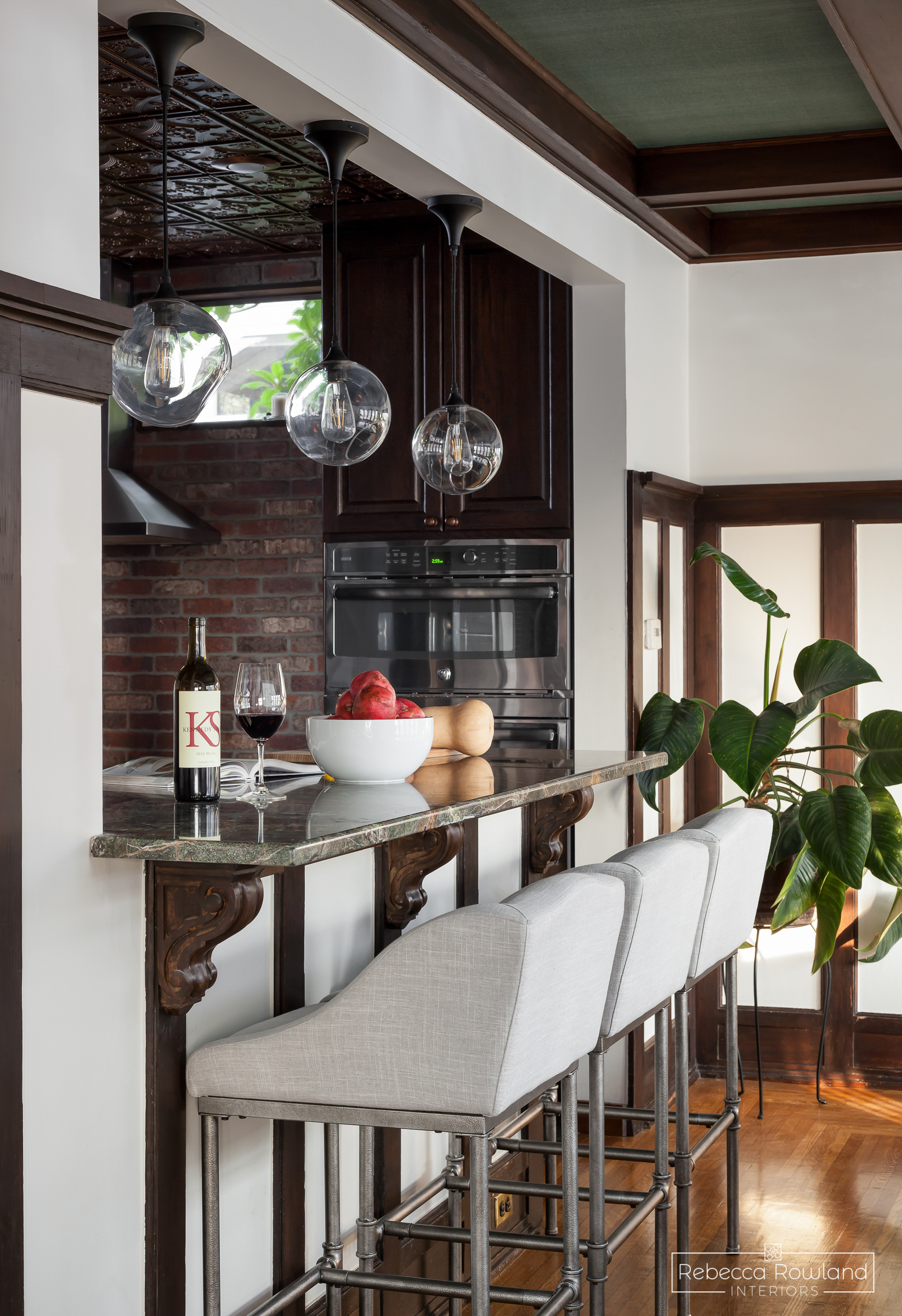 The Reveal: A Dining Room Gets a New Island Lighting and Seating Plan. Design: Rebecca Rowland Interiors. Photograph: Julie Mannell