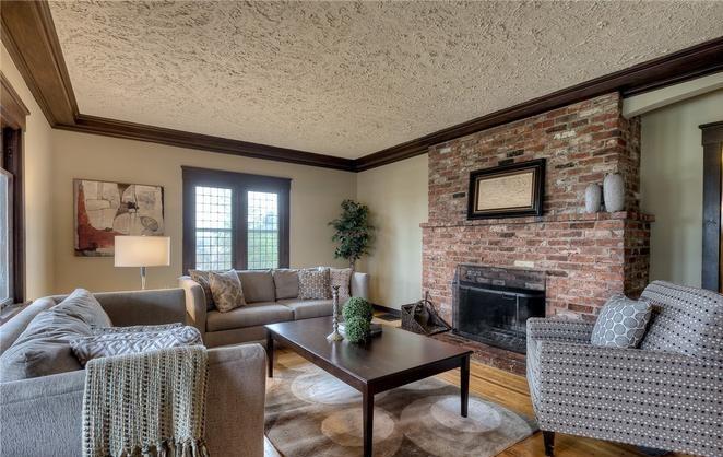 Roosevelt Craftsman Living Room: Before