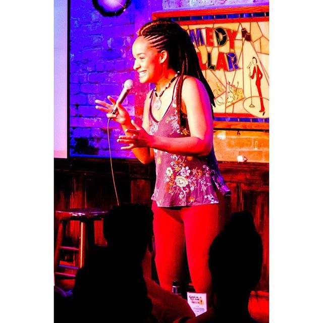 @calisehawkins 💪 #surrounded3 #smallworldcomedy #mifamilia #comedycellar