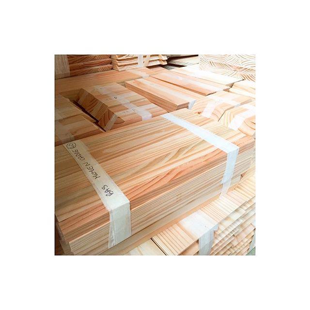 🥞/🥞/🥞 Eustache est fabriquée en Douglas du Limousin ❤️🌲, une essence de bois légère et résistante aux intempéries 💨💦🏕 . . . . . . #ruche #beehive #bees #abeilles #rucheeustache #eustache #apiculture #🐝 #beekeeping #urbanbeekeeping #apicultureurbaine #miel #honeycomb #honey #🍯 #design #designer #productdesign #🔨 #🔧 #🔩 #menuiserie #bois #atelier #wood #woodworking #worskhop #menuiserie #bois #charente #limousin