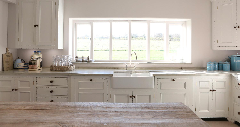 white-kitchen-concrete-worktops.jpg