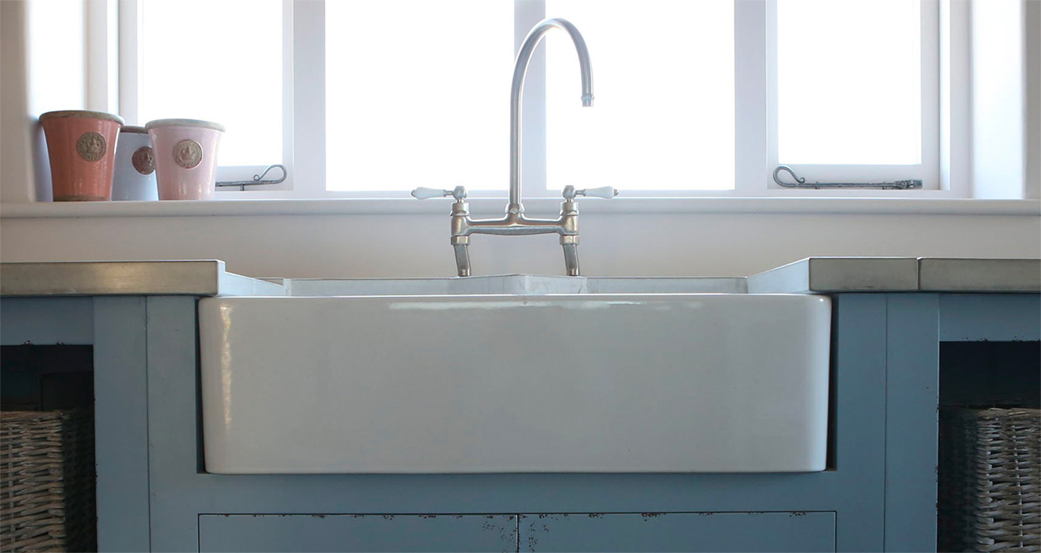 white-ceramic-sink-concrete-worktop.jpg