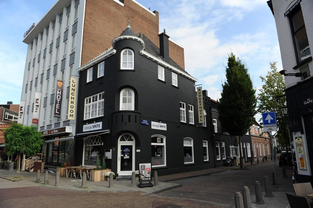 Budget Hotel de Zwaan:  http://www.budgethotel.nl/