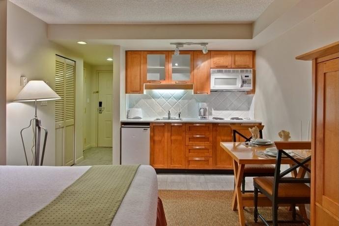 - Whistler Peak Lodge es una residencia ubicada en el centro de Whistler Village,formada por apartamentos de distintas categorías,completamente equipados. Dispone de recepción las 24 horas, wifi, jacuzzi y gimnasio.