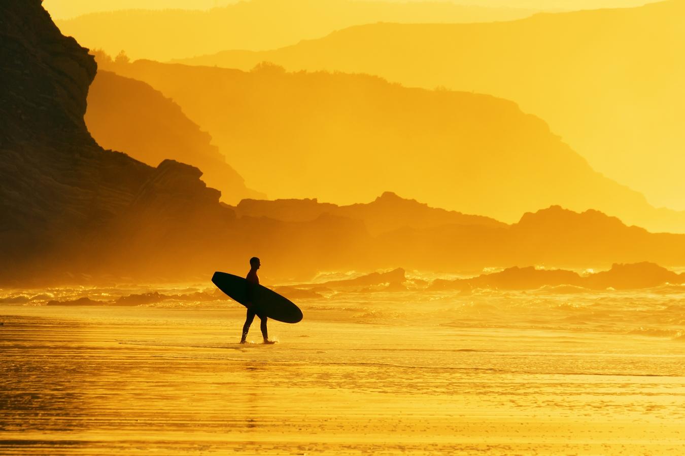 - 09:00: Desayuno [todo el mundo a la vez]10:00: Clases de surf.18:00: Torneo de Voley playa, habrá premios para el equipo ganador.