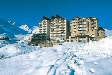 """Alojamiento - Estaremos en apartamentos al lado de las pistas, rodeados de nieve a 1.600 metros de altura. Residencia turística """"Les Balcons du Soleil�. Apartamentos amplios y cómodos para estar como en casa."""