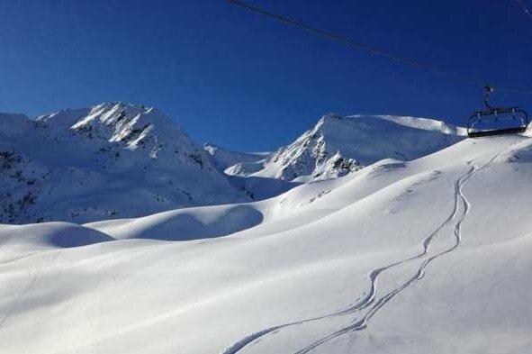 Peyragudes - Una estación escondida en pleno corazón de los pirineos centrales, que garantiza esquiar sin agobios. Se extiende en 1500 hectáreas con desniveles de 800 metros de altura.