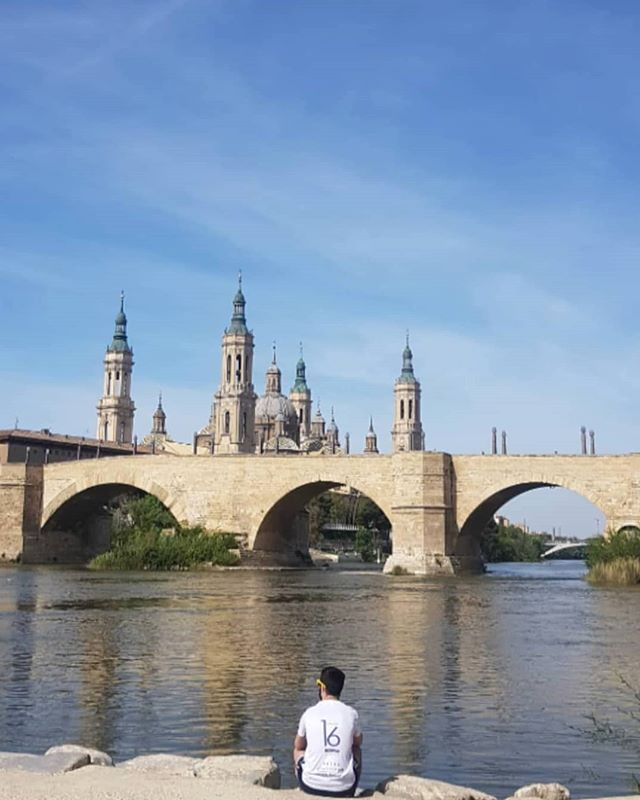 Zaragoza 🇪🇸 Another very beautiful Spanish city, where I spent most of the week - visiting my brother B & checking out his favourite places.🏃♂️🏃♀️ I love their Vermut tradition where family & friends gather on a Sunday afternoon at el Tubo going from bar to bar 🍷🍺🍴for pinchos (tapas). The life! 💗