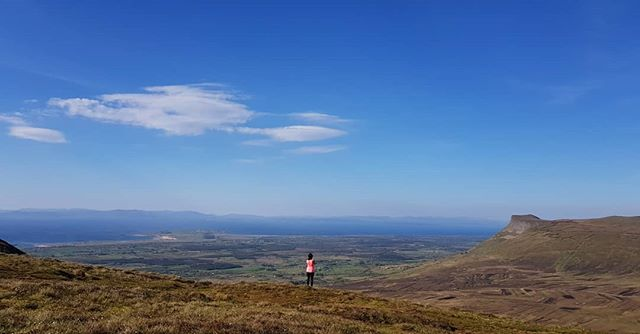Monday of dreams. Great kickstart to the week climbing Benbulben for the first time! 🙊💙☀️