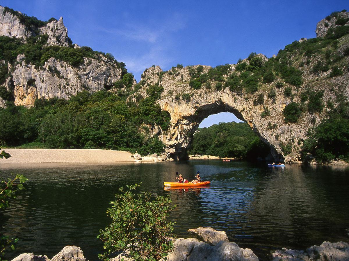 CampingLeChamadou-sudardeche-4etoiles-ardeche-patrimoinenaturel-pontdarc3.jpg