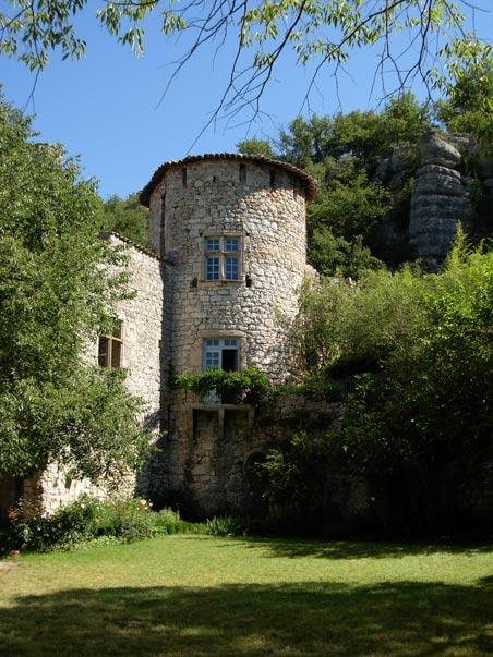 CampingLeChamadou-4étoiles-SudArdèche-Vogüé-villages-patrimoine-balade-château.jpg