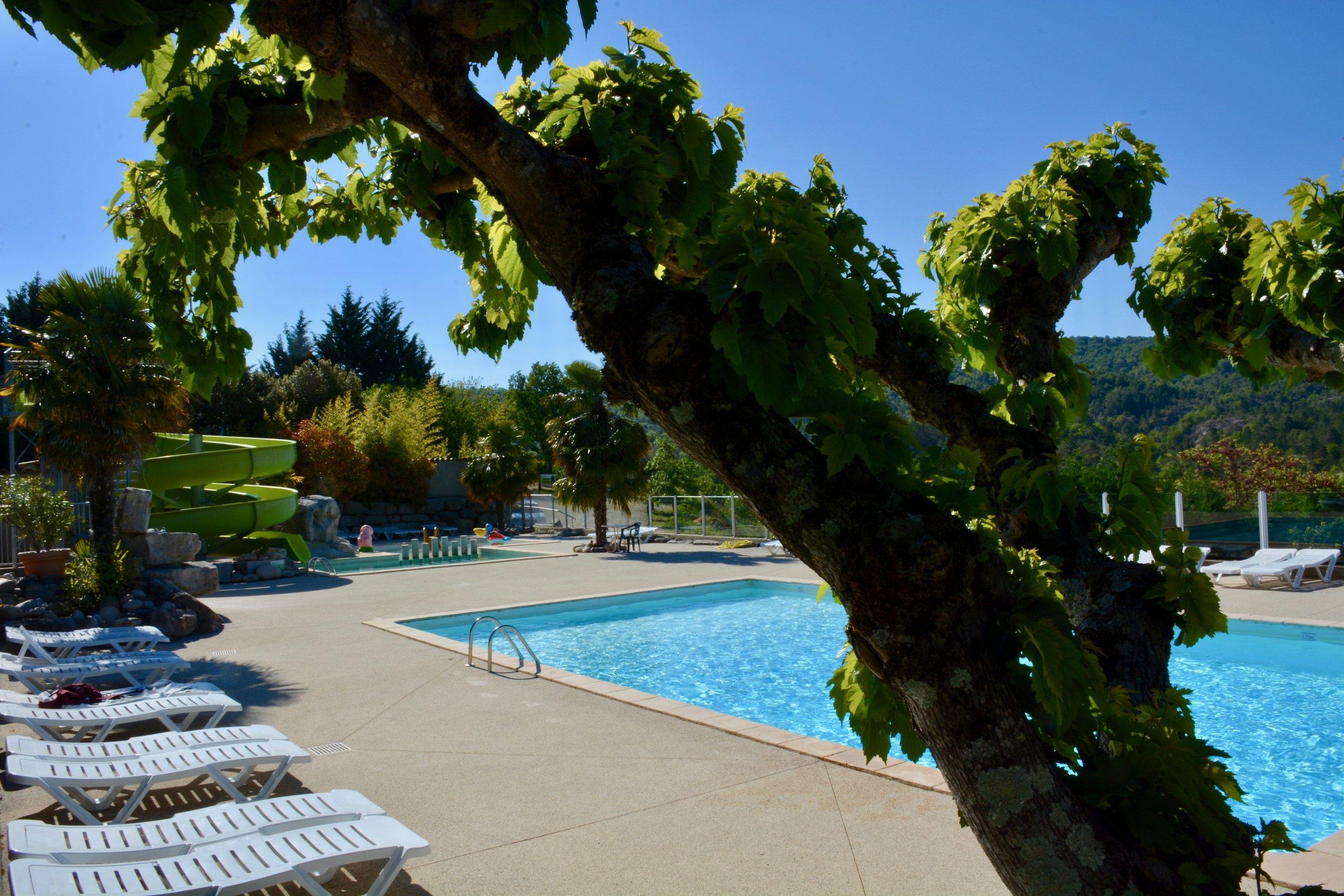 CampingLeChamadou-Ardèche-4étoiles-piscine-toboggan-piscinechauffée-2