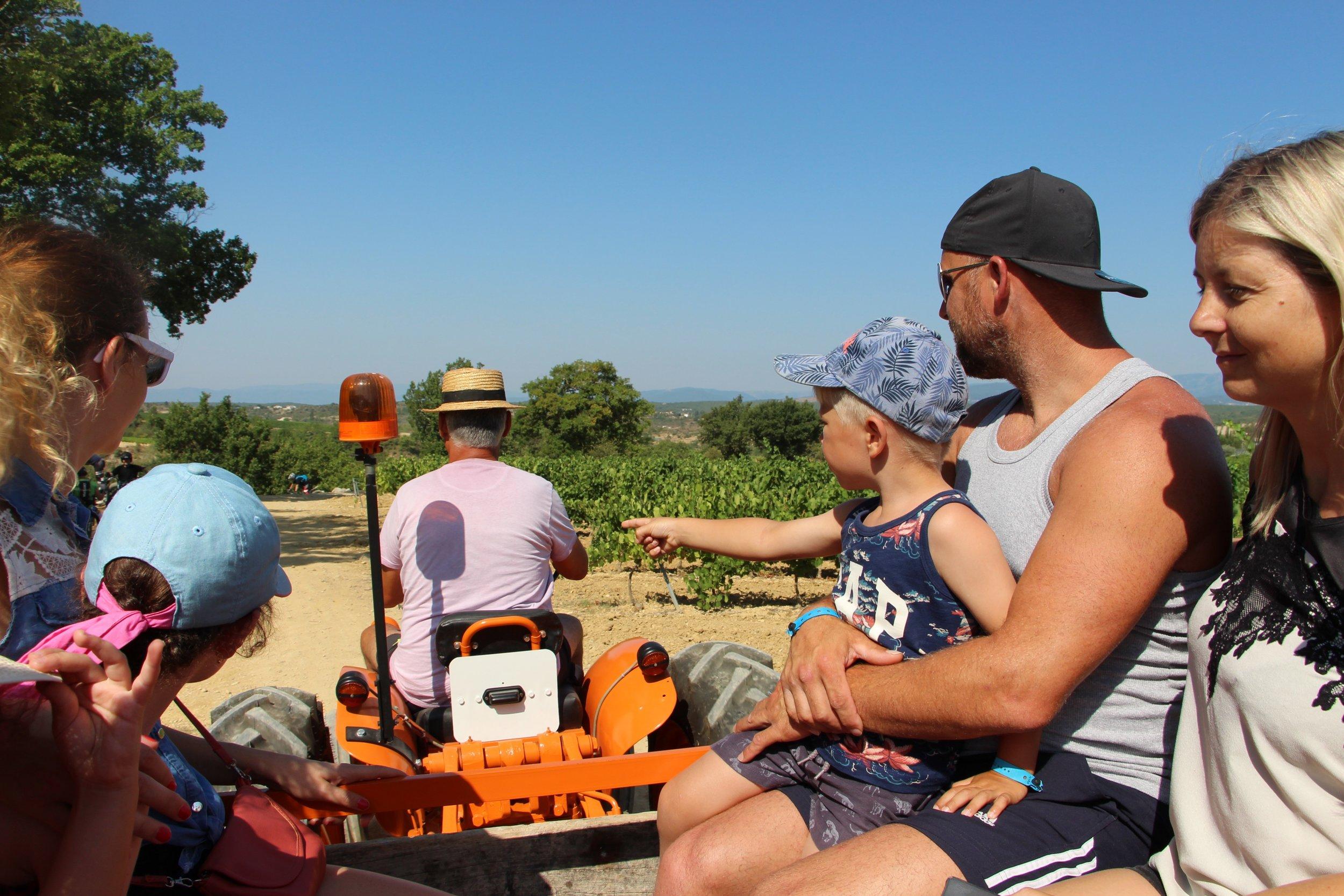 Camping_Le_Chamadou_Camping_4étoiles_SudArdèche_miniferme_tracteur_1