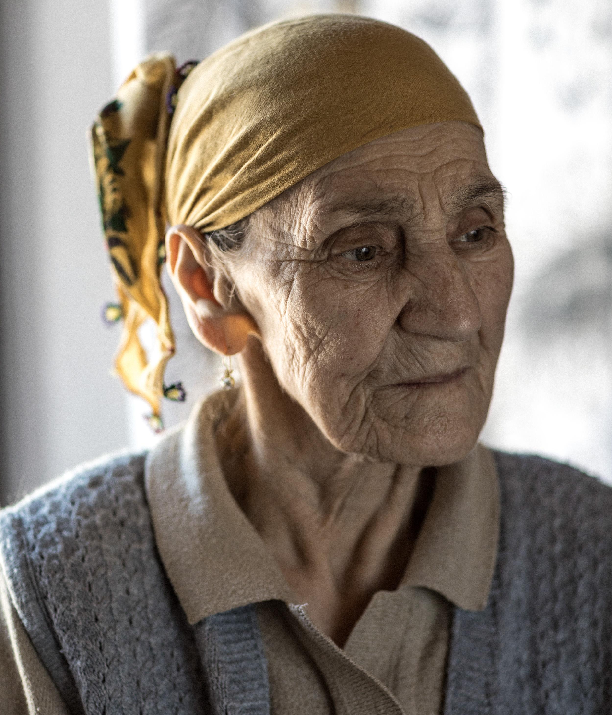 Krushe e Madhe, Kosovo 8.4.2018. Nasibe Hoti hat im Kosovokrieg ihren Ehemann, einen Sohn und ihren 13-jährigen Enkel verloren.  Foto: Daniel Rihs / 13 Photo