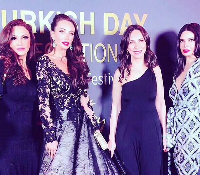 Girls 💫💖✨🕊 @yaseminlnd @festivaldecannes @berilcavusoglu @hotelbarrierelemajestic @zeynepkartalofficial @mcrfashionfestival @morgan_davies_bridal @maggiesotterodesigns @rodialbeauty  #cannes #cannes2019 #redcarpet #zeynepkartal #glamsquad #festivaldecannes #cotedazur #actresslife #celebrate #fashion