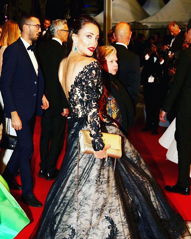 🕊💫✨#cannes2019  #actresslife #cannesfilmfestival #festivaldecannes #redcarpet #premierenight #nuitsdesetoiles #actress #actrice @morgan_davies_bridal @inbaldrorofficial @rodialbeauty @festivaldecannes