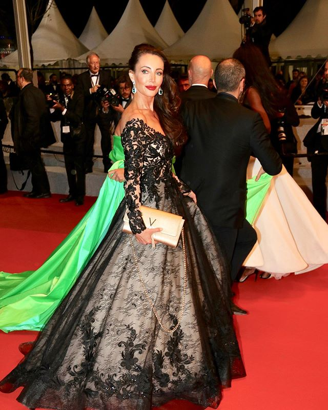 Red Carpet moments 💫✨🕊 @morgan_davies_bridal @maggiesotterodesigns @rodialbeauty @maisonvalentino  #actresslife #festivaldecannes #festivaldecannes #redcarpet #glamsquad #cannes2019 #premiere #heureuse #nuitdesetoiles