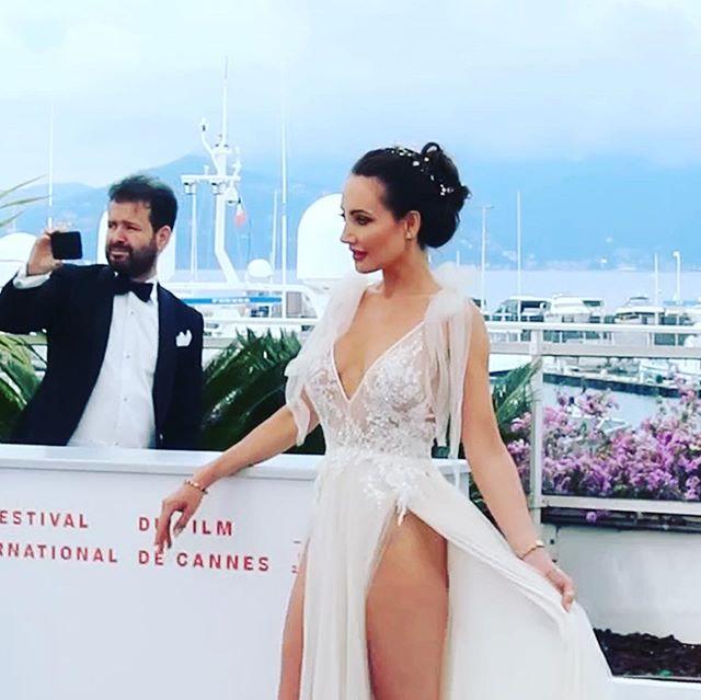 Meilleurs moments ✨🕊✨ @festivaldecannes @inbaldrorofficial @morgan_davies_bridal @hollywood_masters @rodialbeauty  #festivaldecannes #cannesfilmfestival #actresslife #cannes2019 #cotedazur #frenchriviera #lesmeilleursmoments #palaisdefestival #heureuse #inbaldror #redcarpetdress #redcarpet 🙏🏻