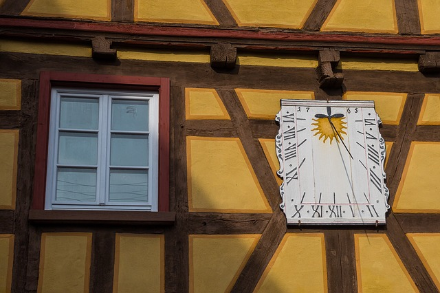 sundial-2060605_640.jpg