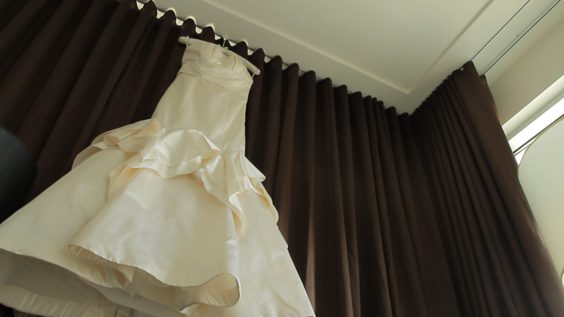 Sarah's wedding dress - Vera Wang Houston Video