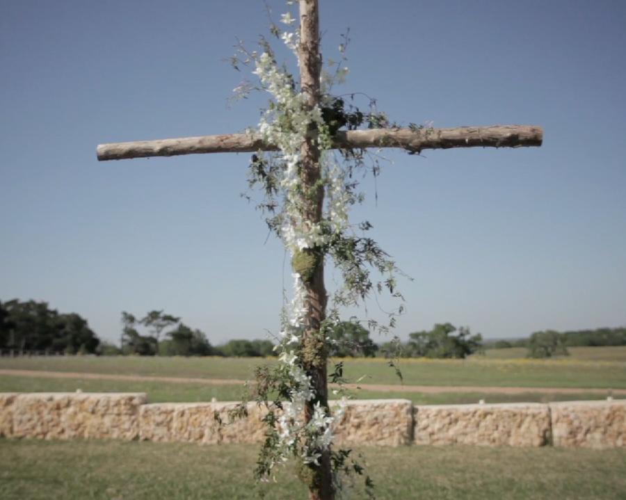 Houston rustic outdoor wedding pic 05 ivy cross