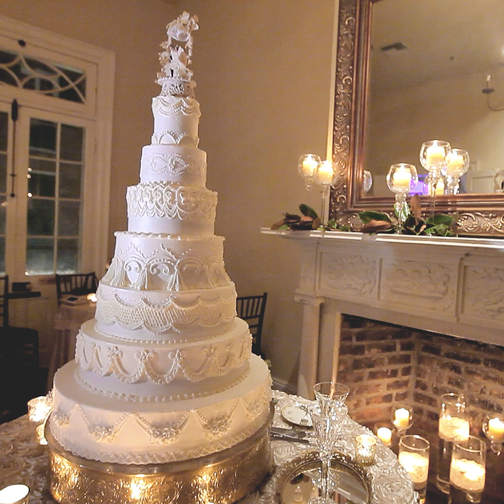 montegut house wedding new orleans pic 01 cake