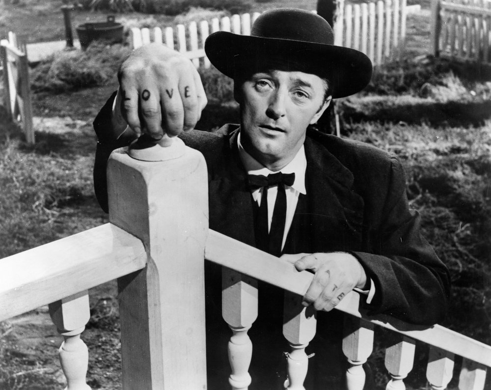 night-of-the-hunter-1955-002-robert-mitchum-love-tatoo-00m-faz.jpg