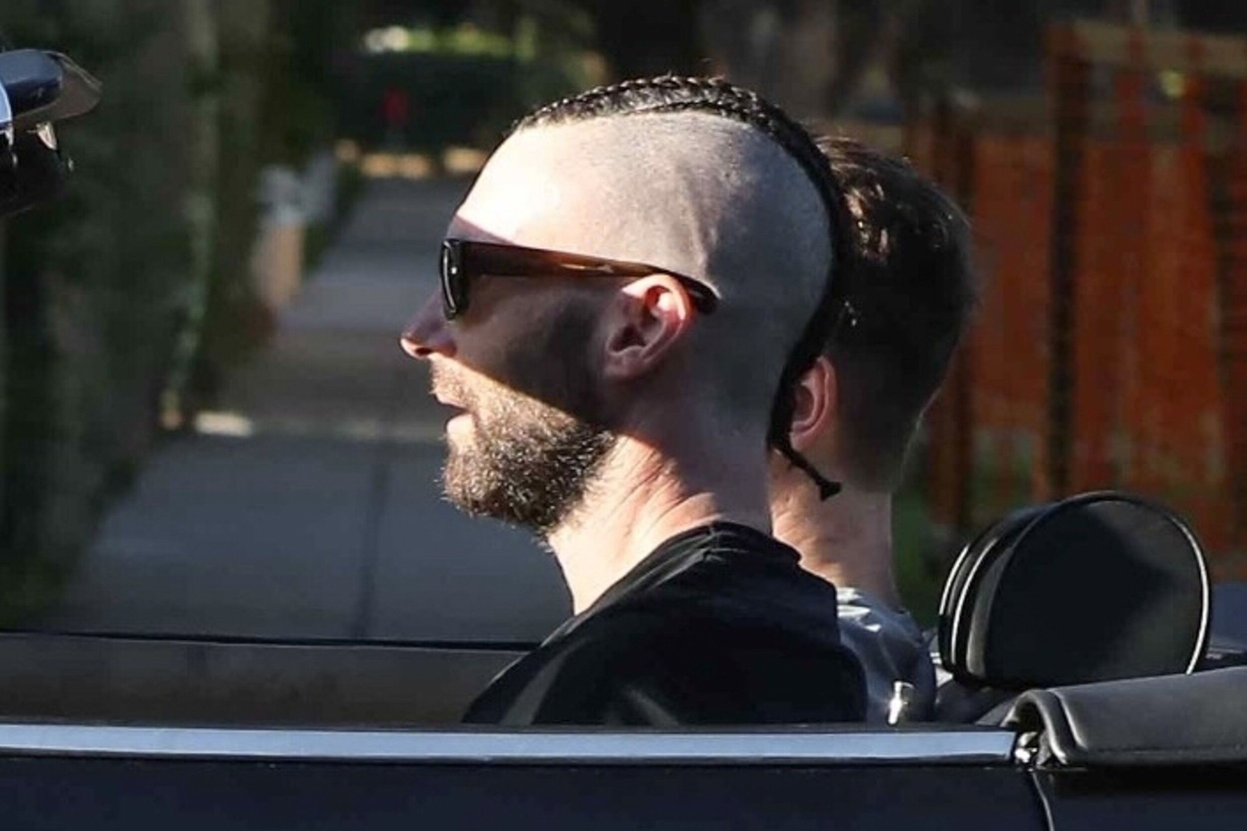 adam-levine-cornhawk-hair-1569600944.jpg