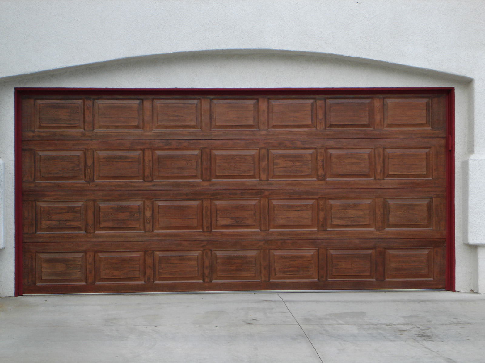 Red_mahogany_garage_door_detail.jpg