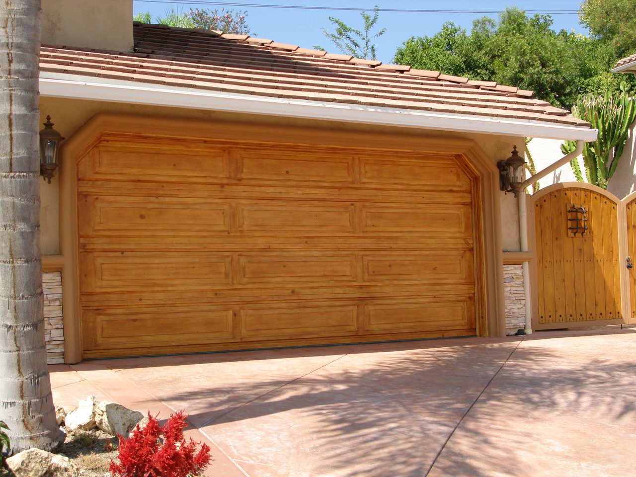 Knotty_pine_garage_door.jpg