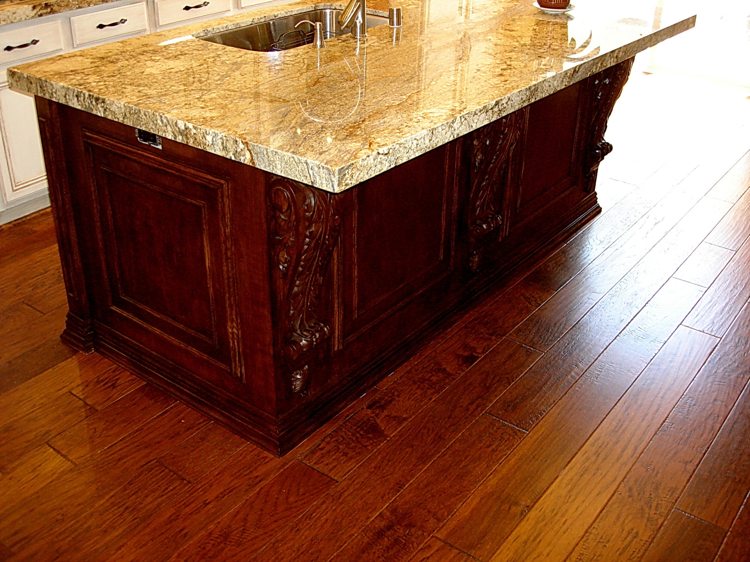 Tudor_Kitchen_Island2.jpg