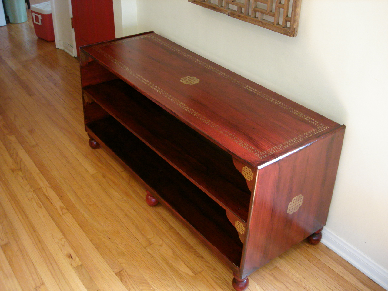 Chinese_Red_Lacquer_Shelf.jpg