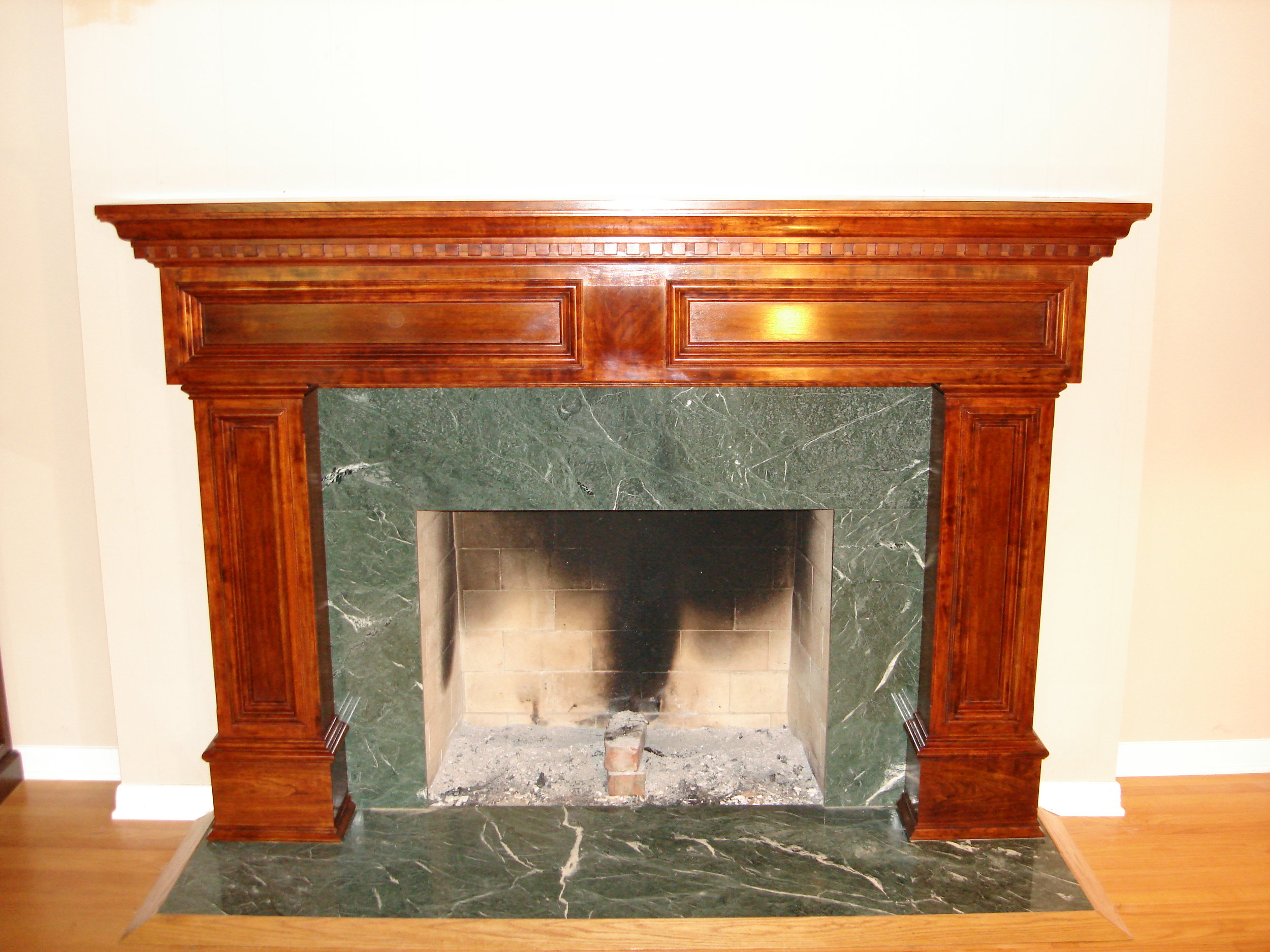 Cherry-wood_mantle.jpg