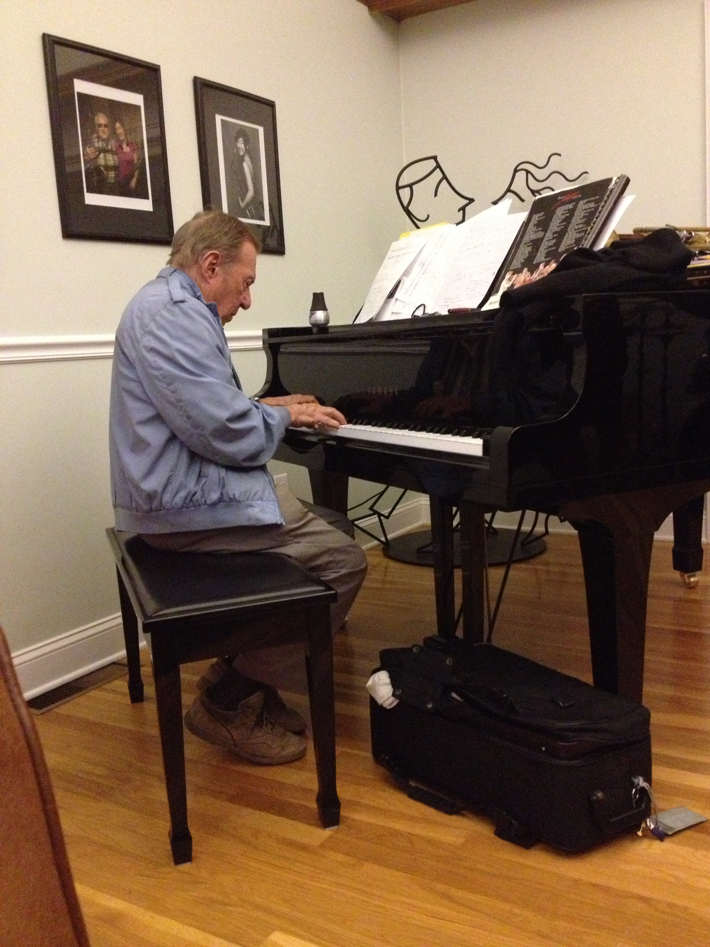 Fred plays piano at the Kelly's IMG_5634.JPG