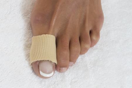 45990512_S_toe_fracture_bandage.jpg