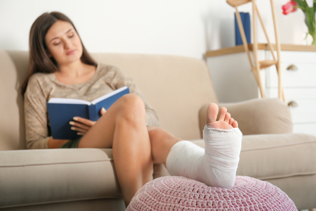 105396575_S_woman_injury_foot_ankle_cast_broken_book_elevate.jpg
