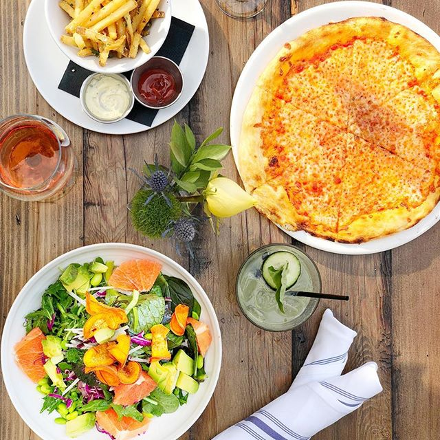 Lunchin' 🍕🥗🍷🍹🙌🏼 #thursdaymotivation #summer #bikinibody #pizza #salad #roseallday #losangeles #foodporn