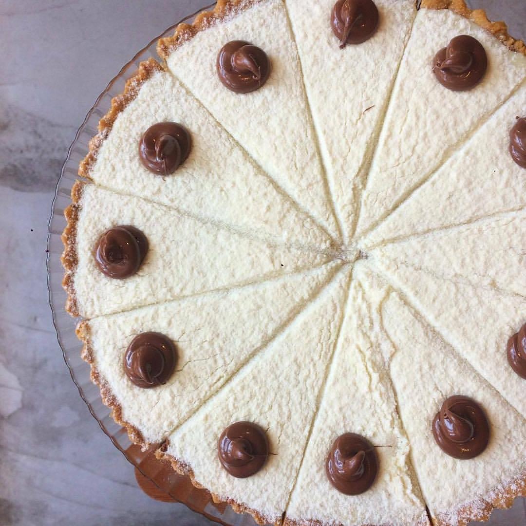 Ninho e nutella - Massa de cookie de baunilha com gotas de chocolate ao leite recheado com brigadeiro de leite ninho e Nutella.