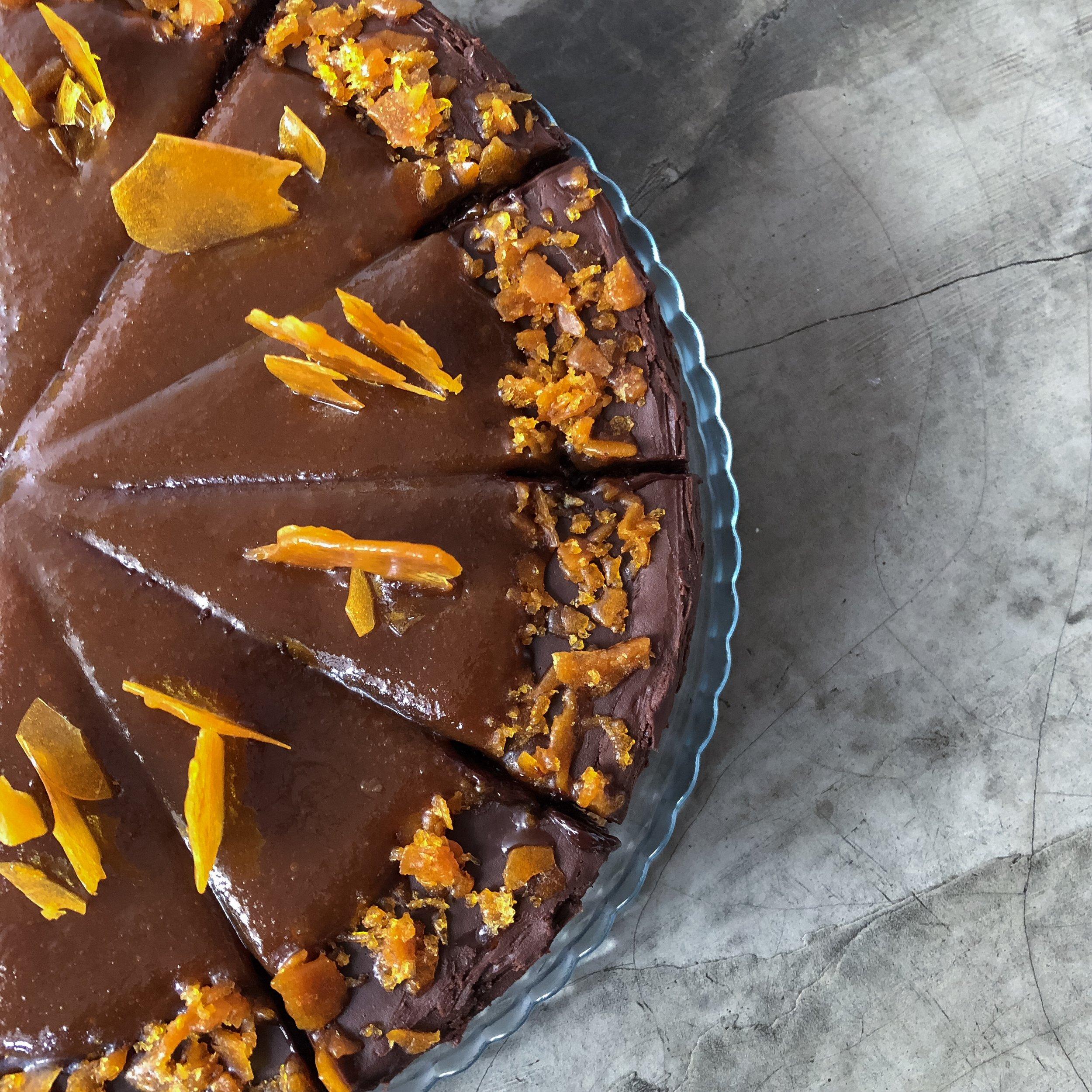 caramel & chocolate cake - 3 camadas de bolo de chocolate bem molhadinho com recheio e cobertura de ganache de chocolate e caramelo com flor de sal.